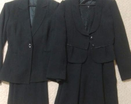 喪服と仕事黒スーツの写真