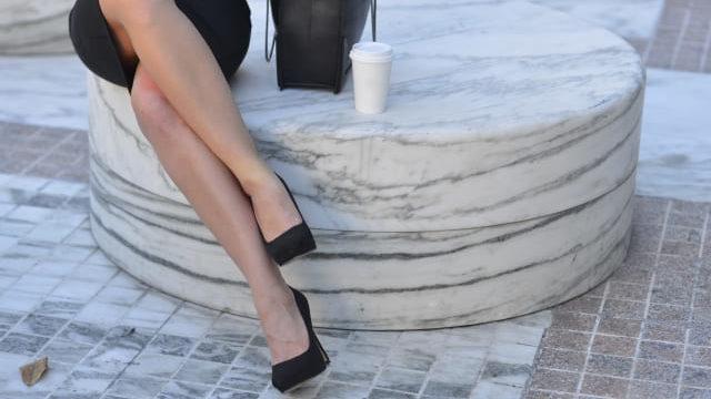 靴を履いているワーママ