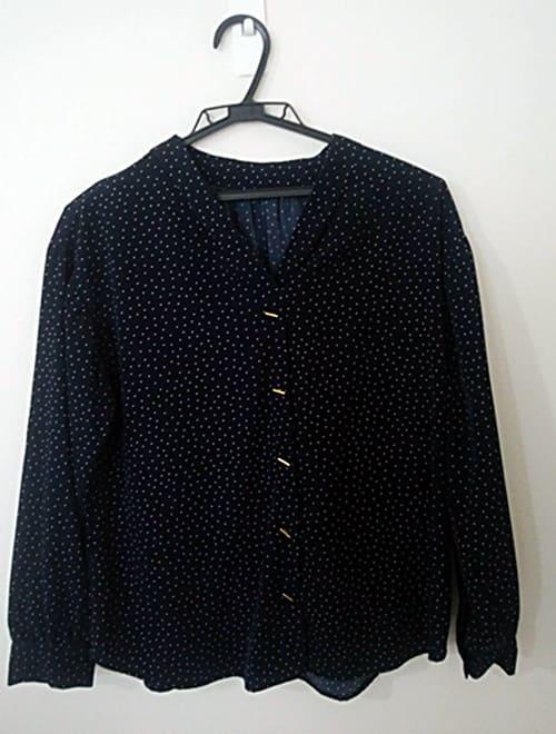 エアークローゼットから届いた黒ブラウスの洋服