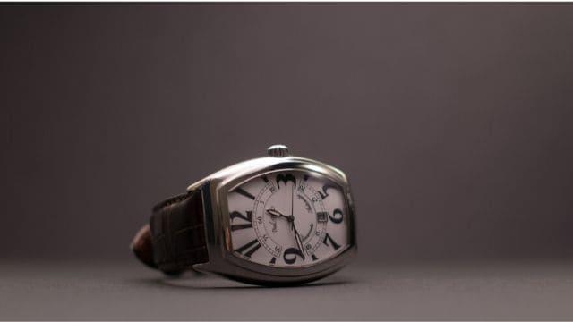 風水でいうトノー型の腕時計