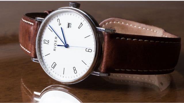 風水腕時計文字盤とベルト