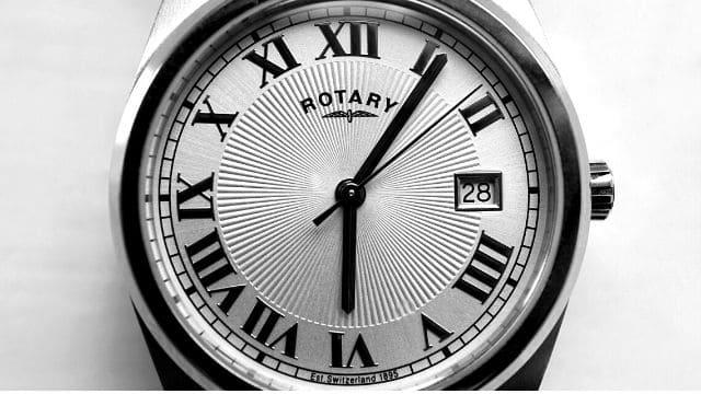 風水腕時計文字盤が丸い